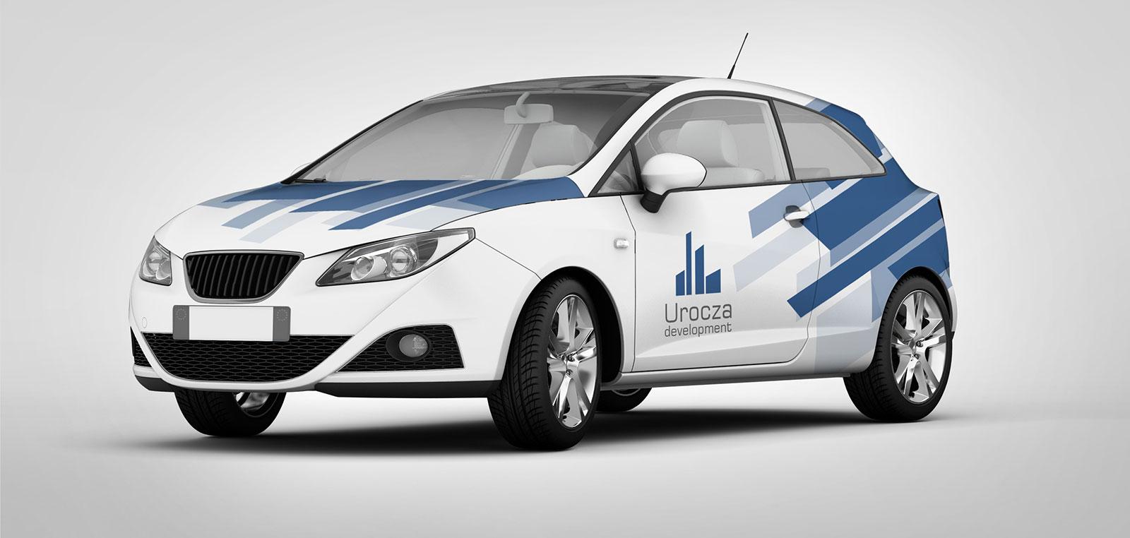 Samochód oklejony reklamą firmy devoloperskiej